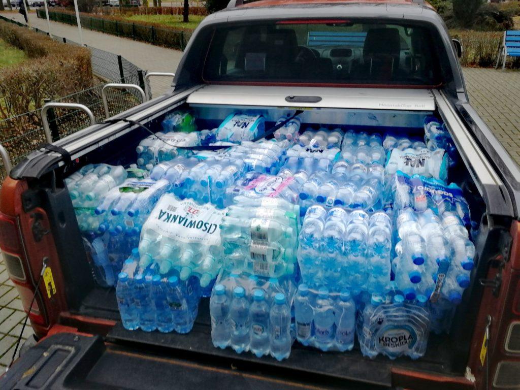 Samochód z wodą.