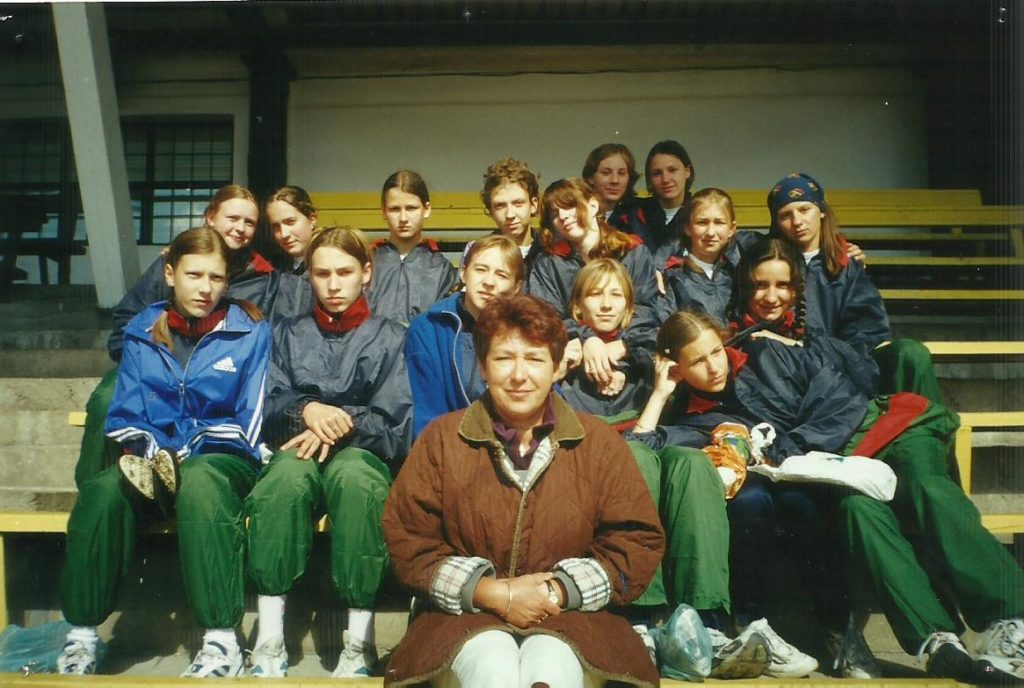 zdjęcie przedstawia grupę osób.