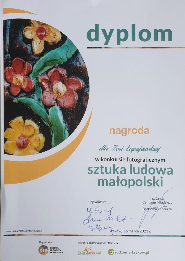 Grafika przedstawiająca dyplom